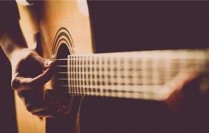潮湿天气对乐器的损害,吉他的保养