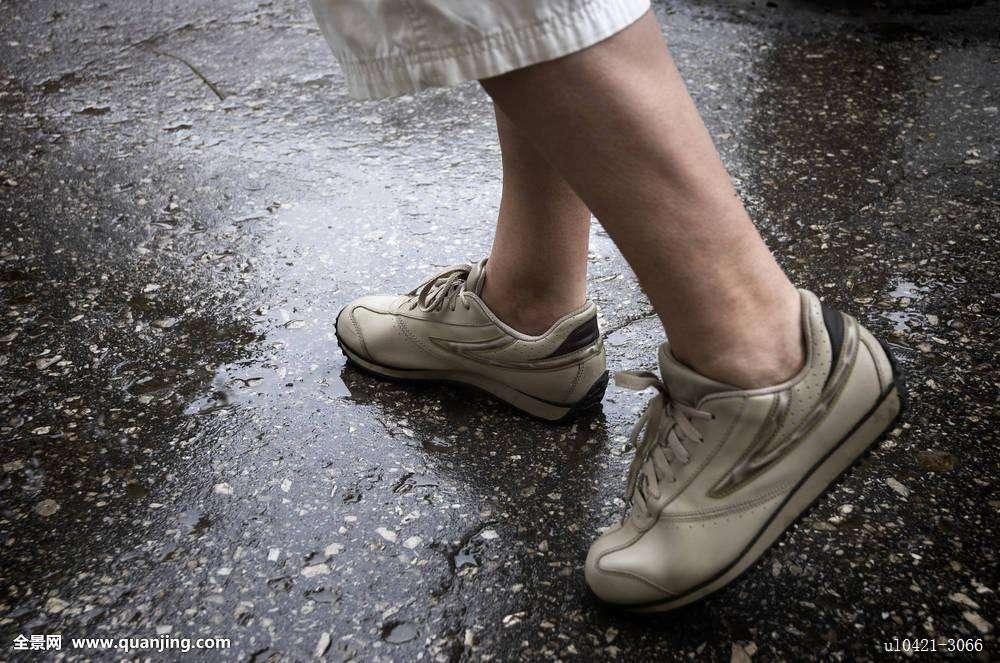 潮湿多雨天,逢雨必湿的鞋子怎么办