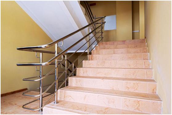 除湿机解决楼梯间潮湿的风险
