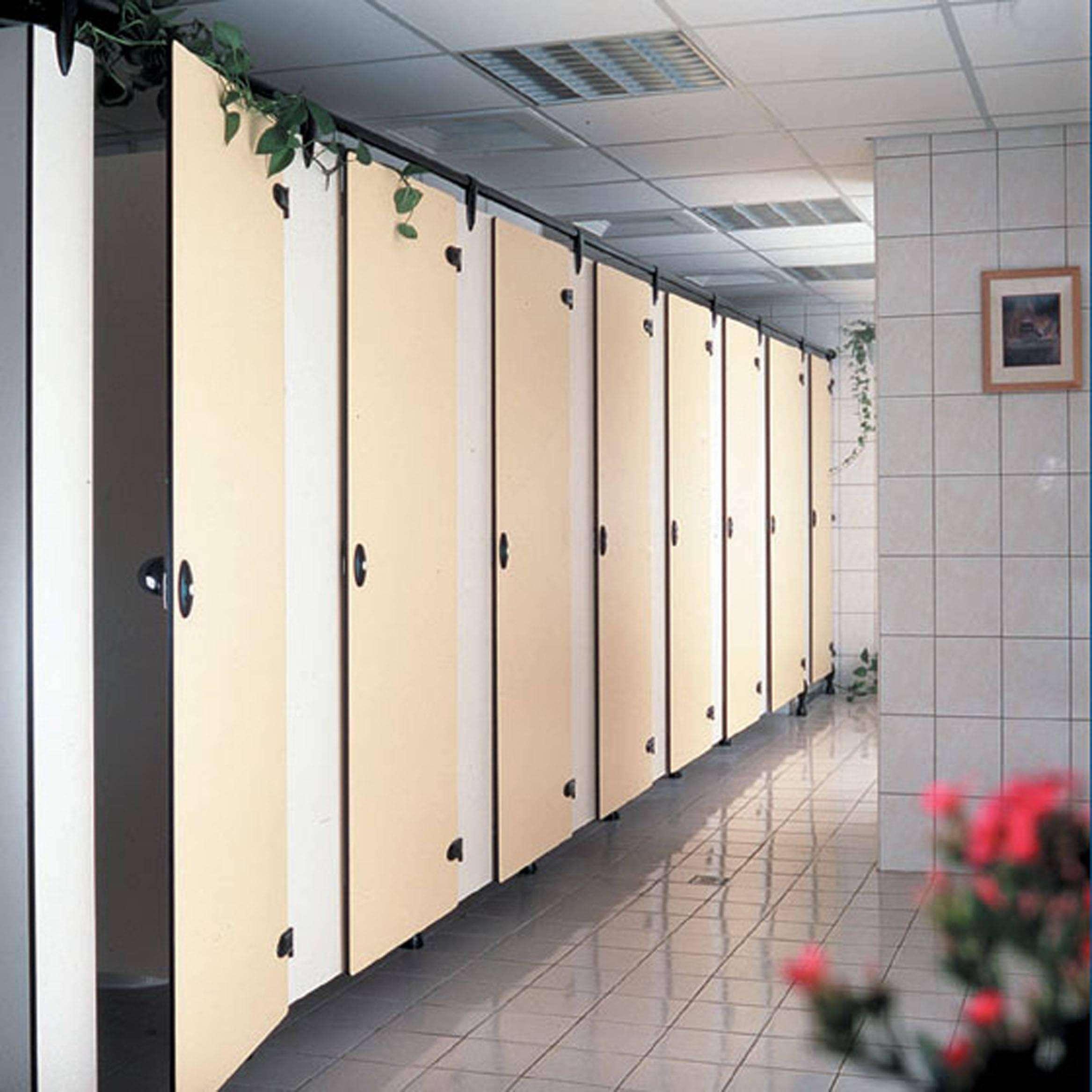公共厕所潮湿易滑怎么办?