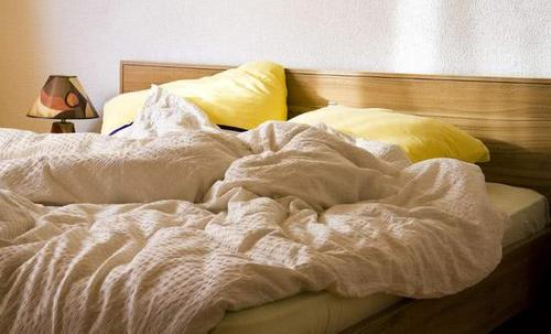 床潮湿属不属于正常现象?