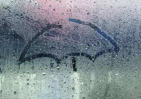夏季连续多雨,德业除湿机一键除湿干衣