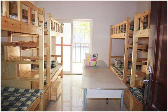 开学季寝室潮湿脏乱,德业除湿机为家长摆平担忧的潮湿问题