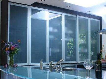 玻璃橱柜虽时尚